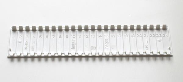 Полоса-заглушка для щитов всех серий, 219мм, белая HAGER S35S Розетки.